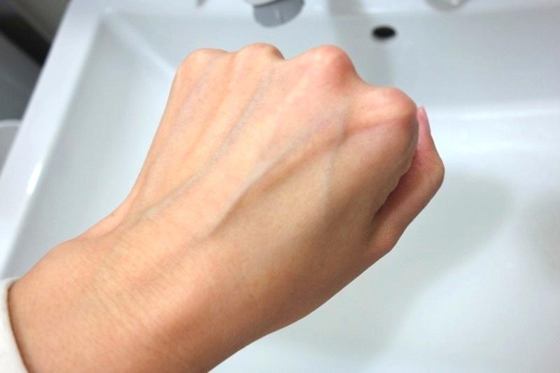 小鼻の角栓や毛穴汚れを根こそぎオフ!化粧崩れも改善!『CARE-NA*ホットクールジェル』