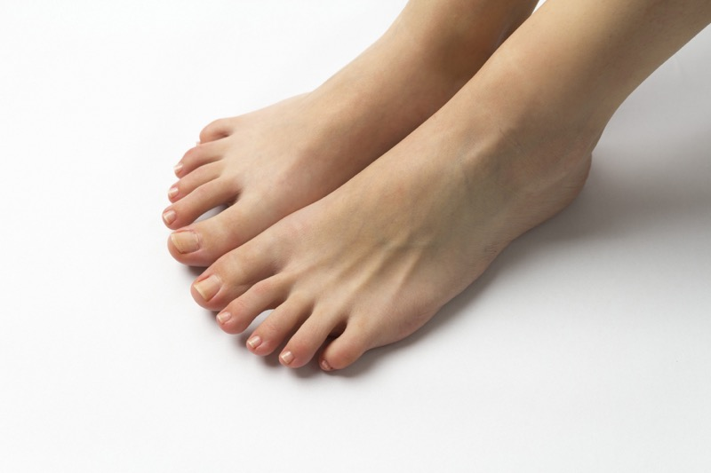 夏のサンダル履きには手放せない!足のニオイ、ムレをブロック!「フットデオドラントジェル」